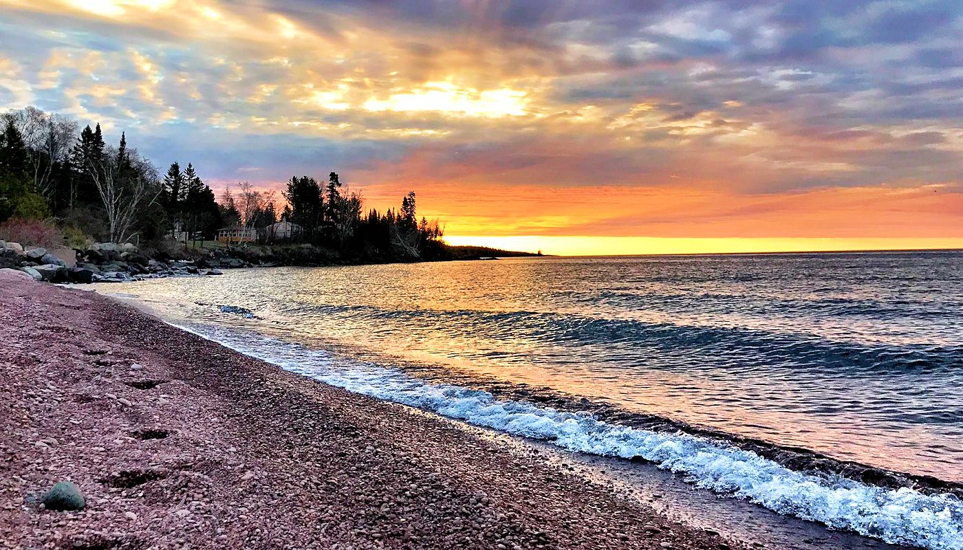 Beautiful Lake Superior Views from all Guest Rooms & Suits - Superior Inn Grand Marais