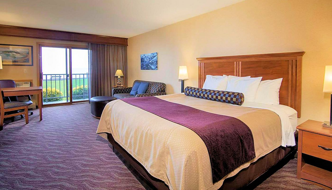 Superior Inn Grand Marais - Double Queen Lakefront Retreat Room