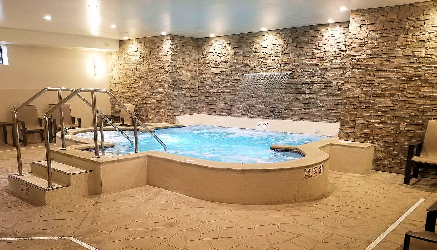 Giant Hot Tub - Superior Inn Grand Marais