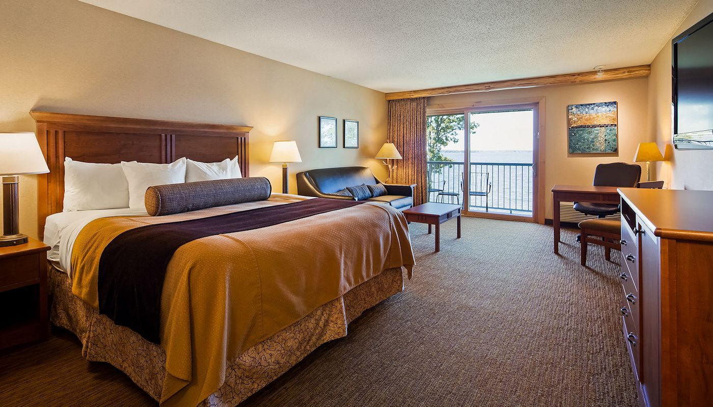 All Rooms Lakefront at Superior Inn Grand Marais