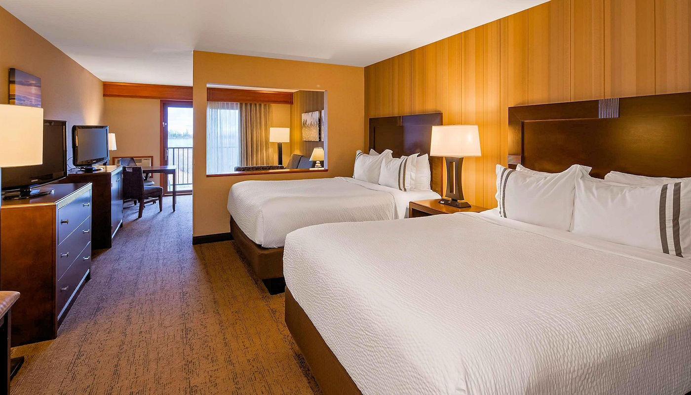 All Rooms Lakefront at The Superior Inn in Grand Marais